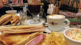 マルタ島(15)老舗カフェCaffe Cordinaで朝食