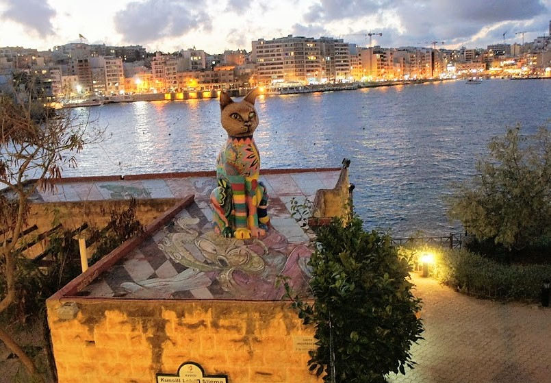 マルタ・インディペンデンスガーデンの大きな猫の像