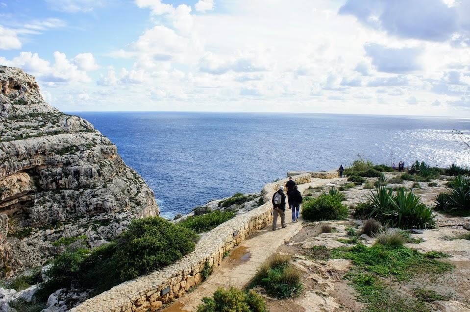 マルタ青の洞門への道のり