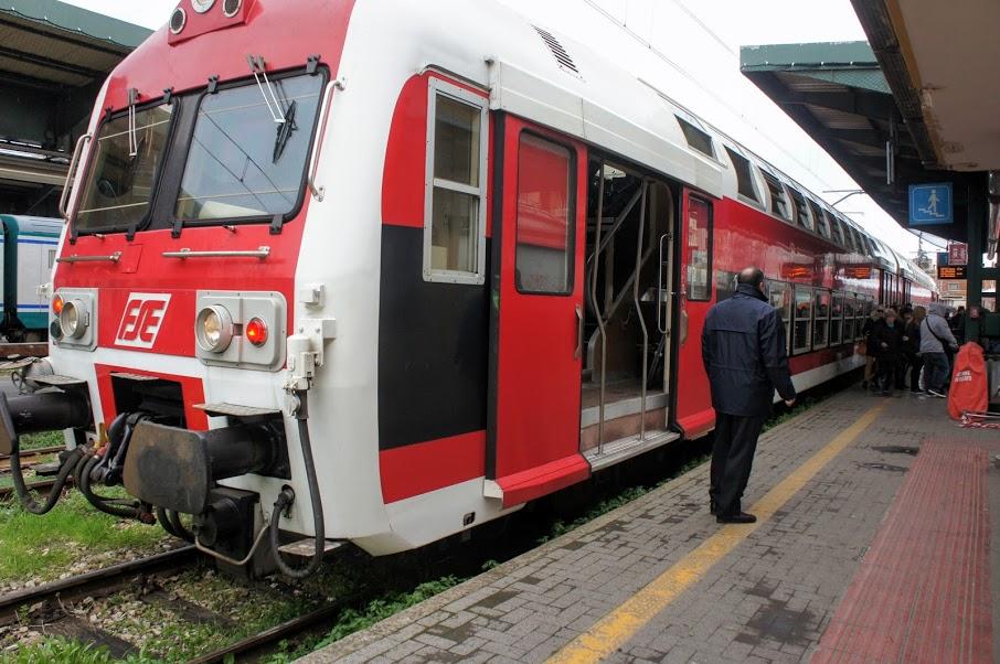 南イタリア バーリから鉄道でロコロトンドへ | トラベル旅行記.com