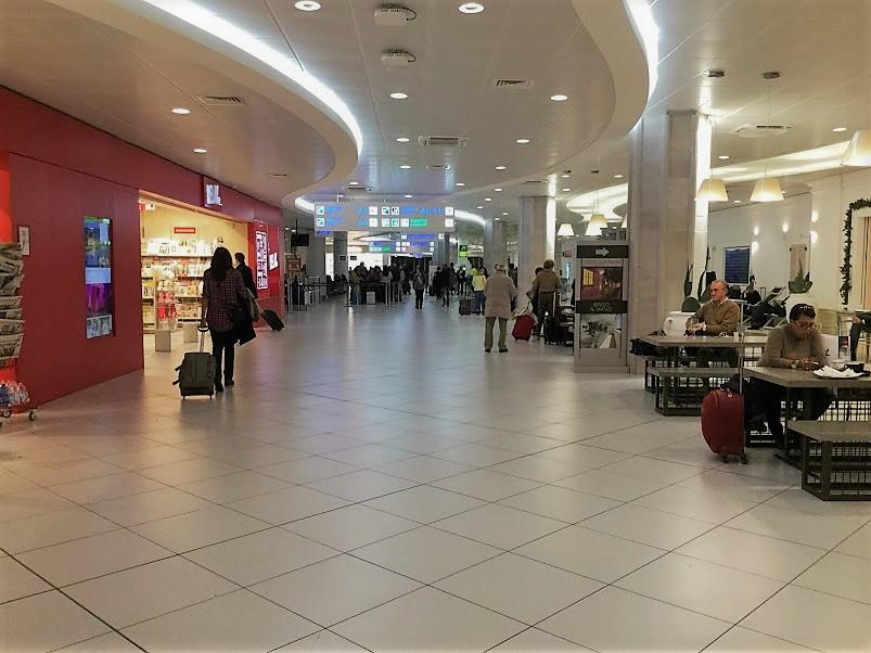 バーリ空港